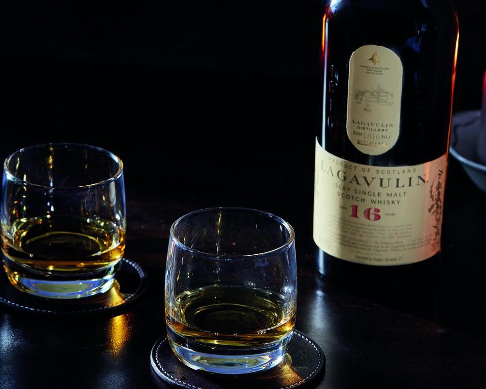 Image décrivant le produit Lagavulin 16 ans qui fait partie des Whiskies
